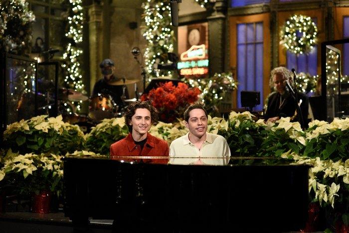 Pete Davidson y Timothee Chalamet son los nuevos mejores amigos favoritos de Internet después de que los nominados al Oscar presentaran 'SNL'