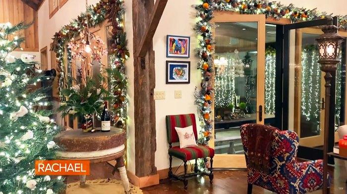 Rachael Ray se siente abrumada por la emoción al debutar las decoraciones navideñas después de devastar el incendio de una casa