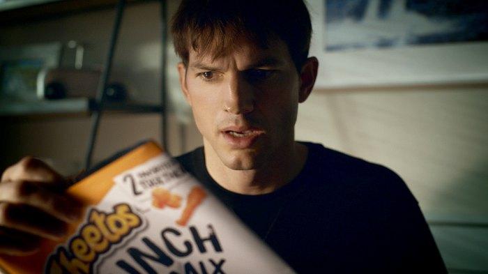 Ashton Kutcher protagoniza el nuevo avance del anuncio del Super Bowl de Cheetos