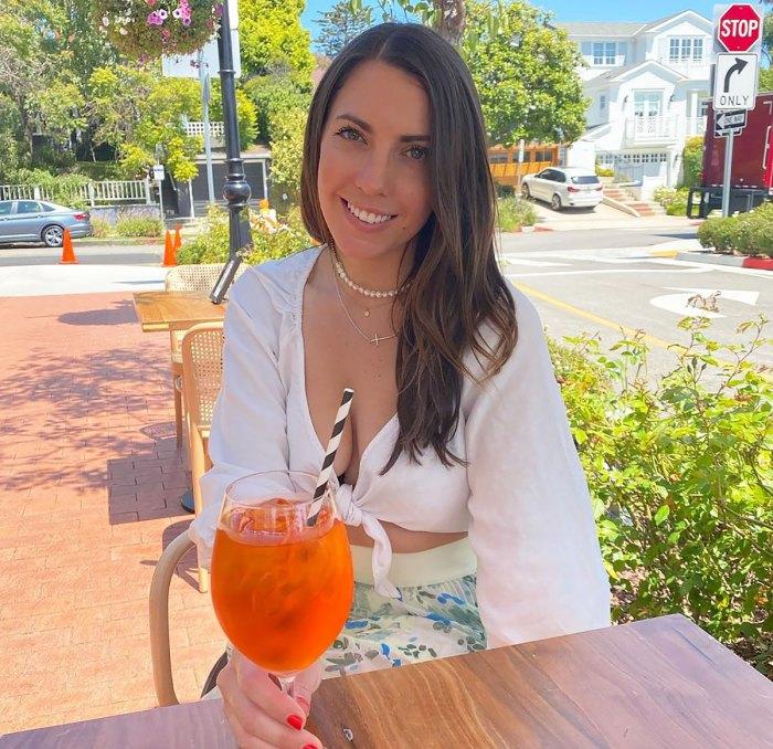 La 'reina' de Bachelor, Victoria Larson, 'no está dejando que todo el odio la afecte', editando Friend Blames