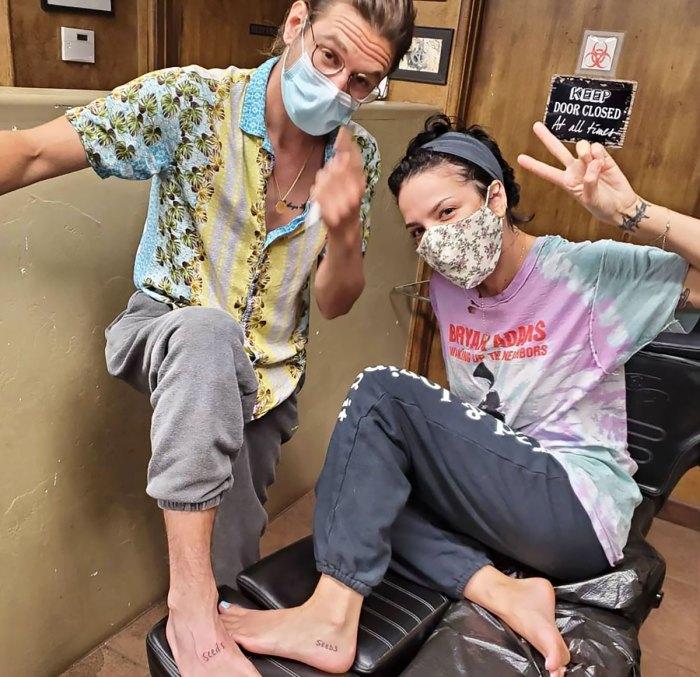 ¡Aww!  Halsey y su novio Alev Aydin se hicieron tatuajes a juego en secreto