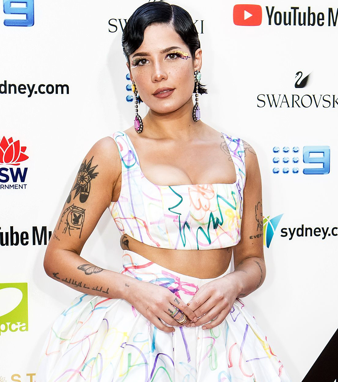 Halsey Is Pregnant Expecting Surprise 1st Child Baby Bump