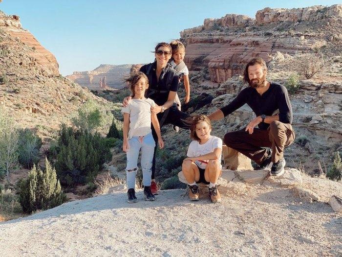 Cómo Jared y Genevieve Padalecki mantienen vivo el romance en medio del trabajo Tres niños y más