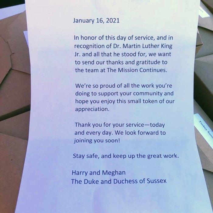 El príncipe Harry y Meghan Markle compran almuerzo para voluntarios de caridad locales en honor al Día de Martin Luther King Jr.