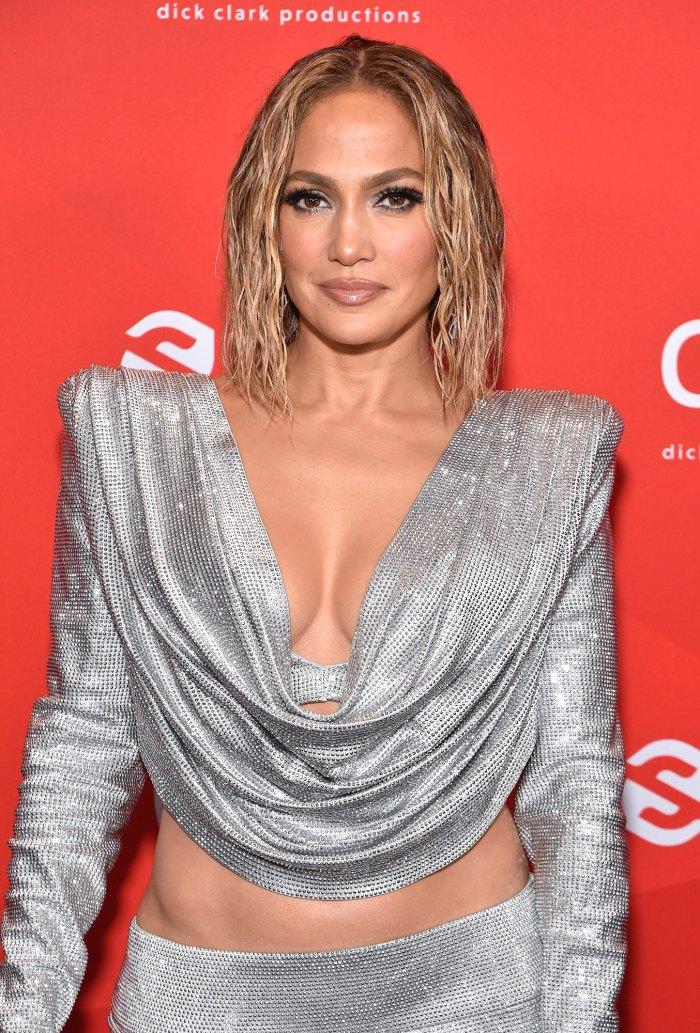Jennifer Lopez apaga a Troll que afirma que 'definitivamente' obtiene Botox: 'LOL esa es solo mi cara'