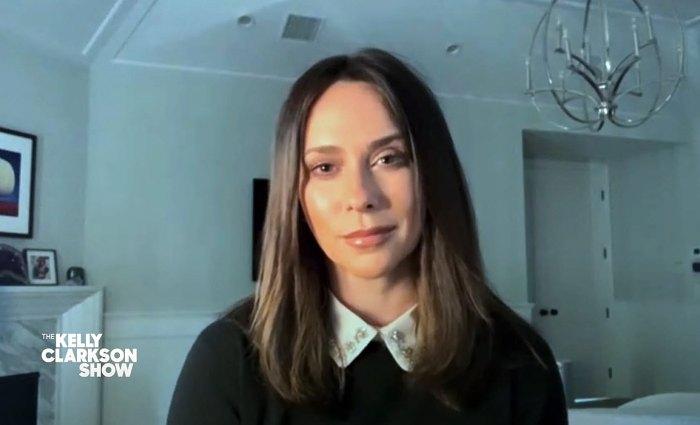 Jennifer Love Hewitt recuerda la fuga de leche materna en la primera reunión de trabajo después del bebé