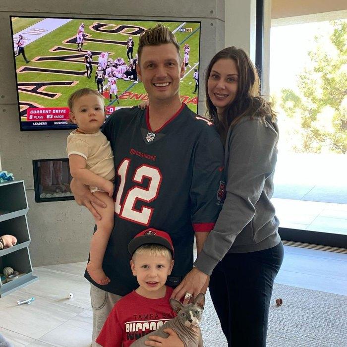 La esposa de Nick Carter Lauren Kitt está embarazada de su tercer hijo después de múltiples abortos espontáneos Foto de familia Fútbol Instagram