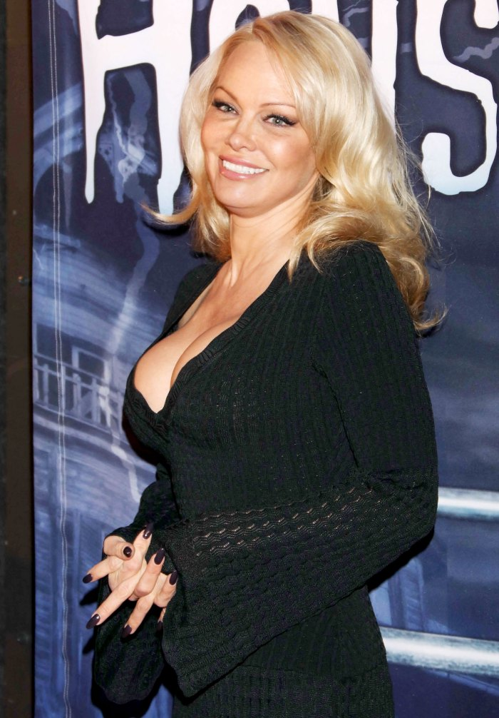 Pamela Anderson Almost Got Married pijama de seda