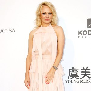 Pamela Anderson Quits Social Media Claims Its Mind Control