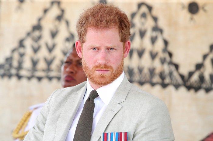 El príncipe Harry está `` desconsolado '' por la situación con la familia real, dice su amigo Tom Bradby