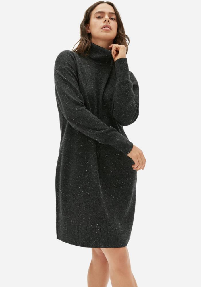 El vestido de cuello alto de cachemira