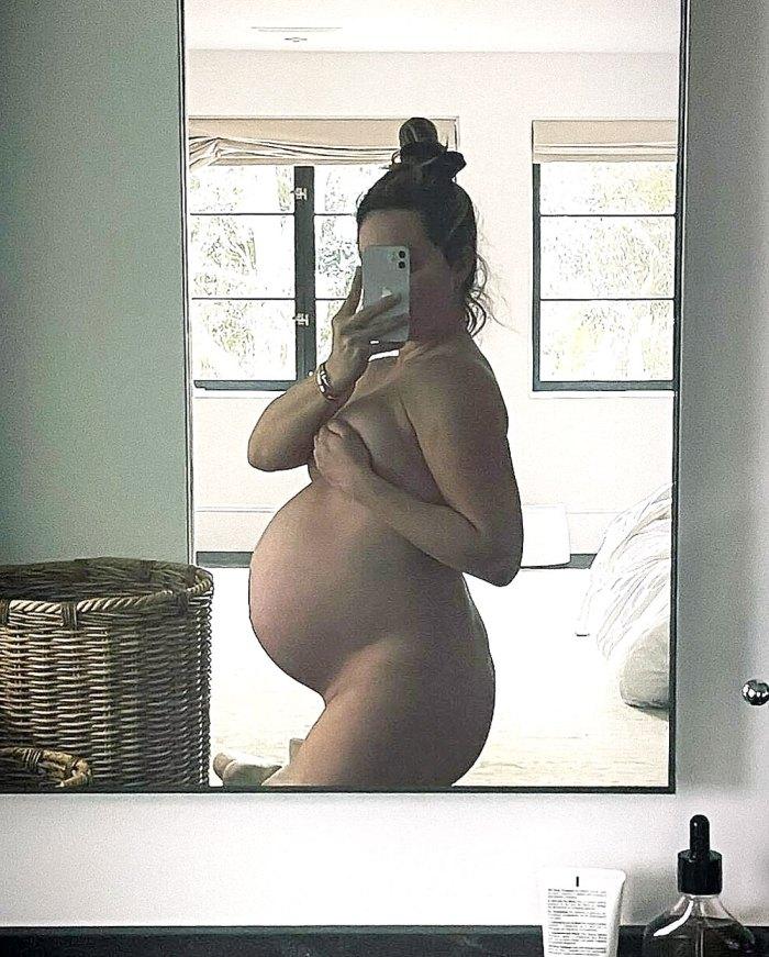 Ashley Tisdale Stuns Desnuda Baby Bump Pic
