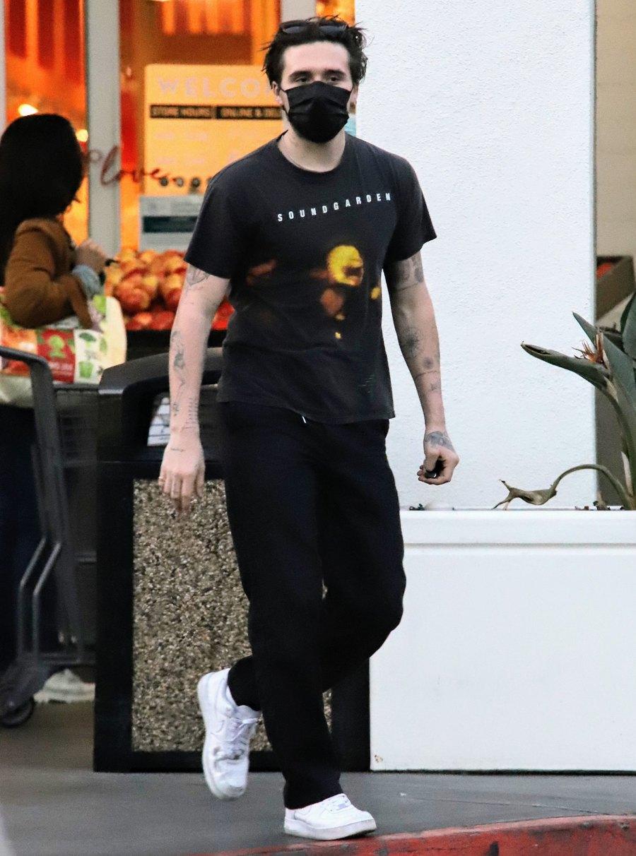 Brooklyn Beckham Wears Ring Amid Nicola Peltz Marriage Rumors 4