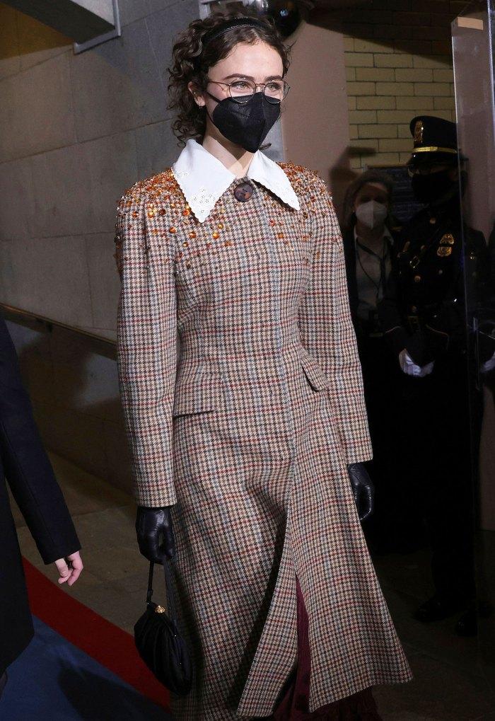 La hijastra de Kamala Harris, Ella Emhoff, debuta en la pasarela de NYFW después de robarse el espectáculo en la inauguración presidencial