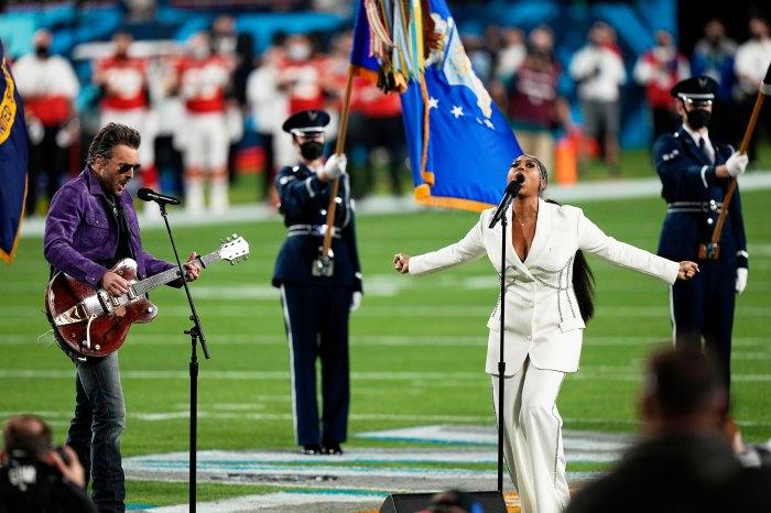 Eric Church y Jazmine Sullivan interpretan el himno nacional Super Bowl 2021