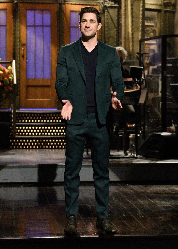 John Krasinski dio un saludo secreto a sus hijas mientras presentaba Saturday Night Live