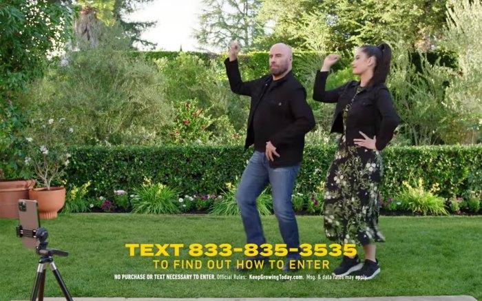 John Travolta y su hija Ella bailan adorablemente con grasa en el Super Bowl