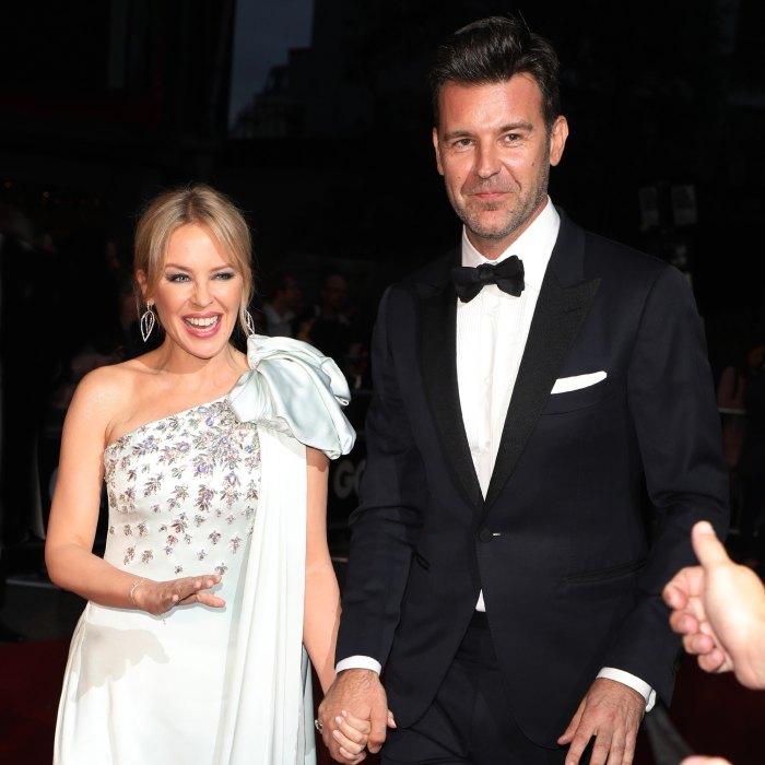 Kylie Minogue apaga los rumores de que está comprometida con su novio Paul Solomon con un dulce mensaje para los fans: 'Todos amamos el amor'