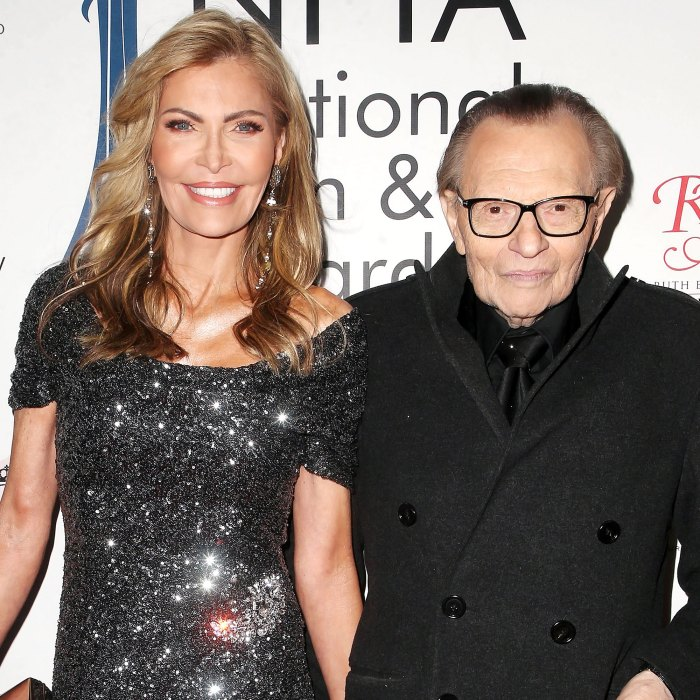 La viuda de Larry King Shawn King impugna su voluntad enmendada