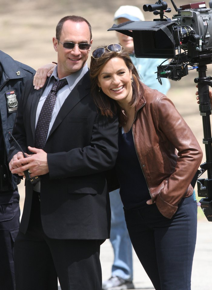 Law and Order SVU Crossover Promo Shows 1st Look at Olivia and Elliots Reunion Christopher Meloni Mariska Hargitay