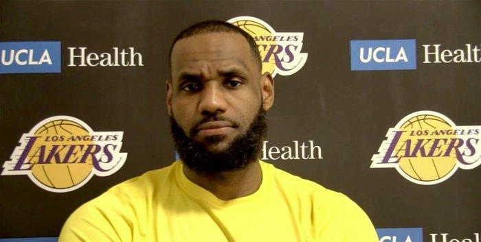LeBron James habla después de que Karen fuera expulsada del juego en la cancha