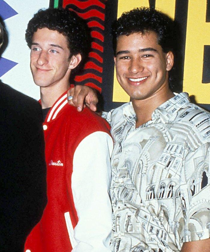 Mario Lopez se emociona en Access Hollywood durante el tributo a Dustin Diamond