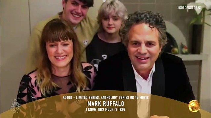 Los niños de Mark Ruffalo aplastan adorablemente su discurso de aceptación de Zoom en los Globos de Oro 2021