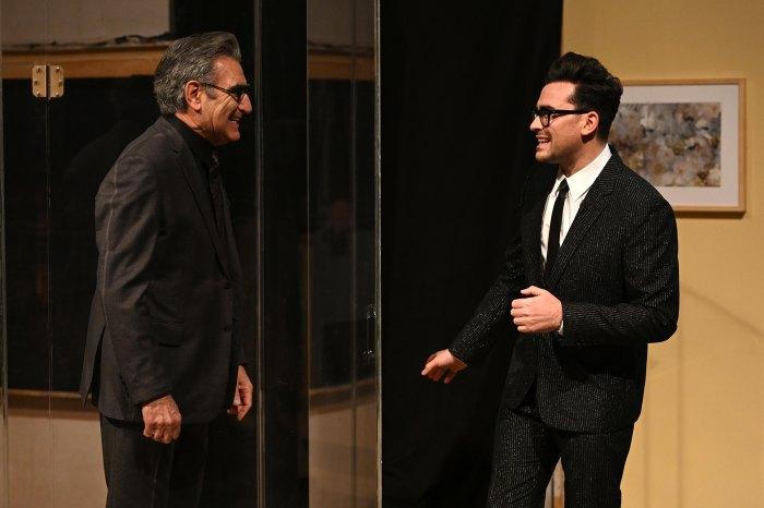 Dan Levy de Schitt's Creek recibe la visita sorpresa de papá Eugene Levy durante el debut de 'Saturday Night Live'