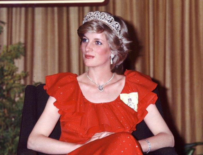 La corona Emma Corrin agradece a la difunta princesa Diana en el discurso de los Globos de Oro 2021