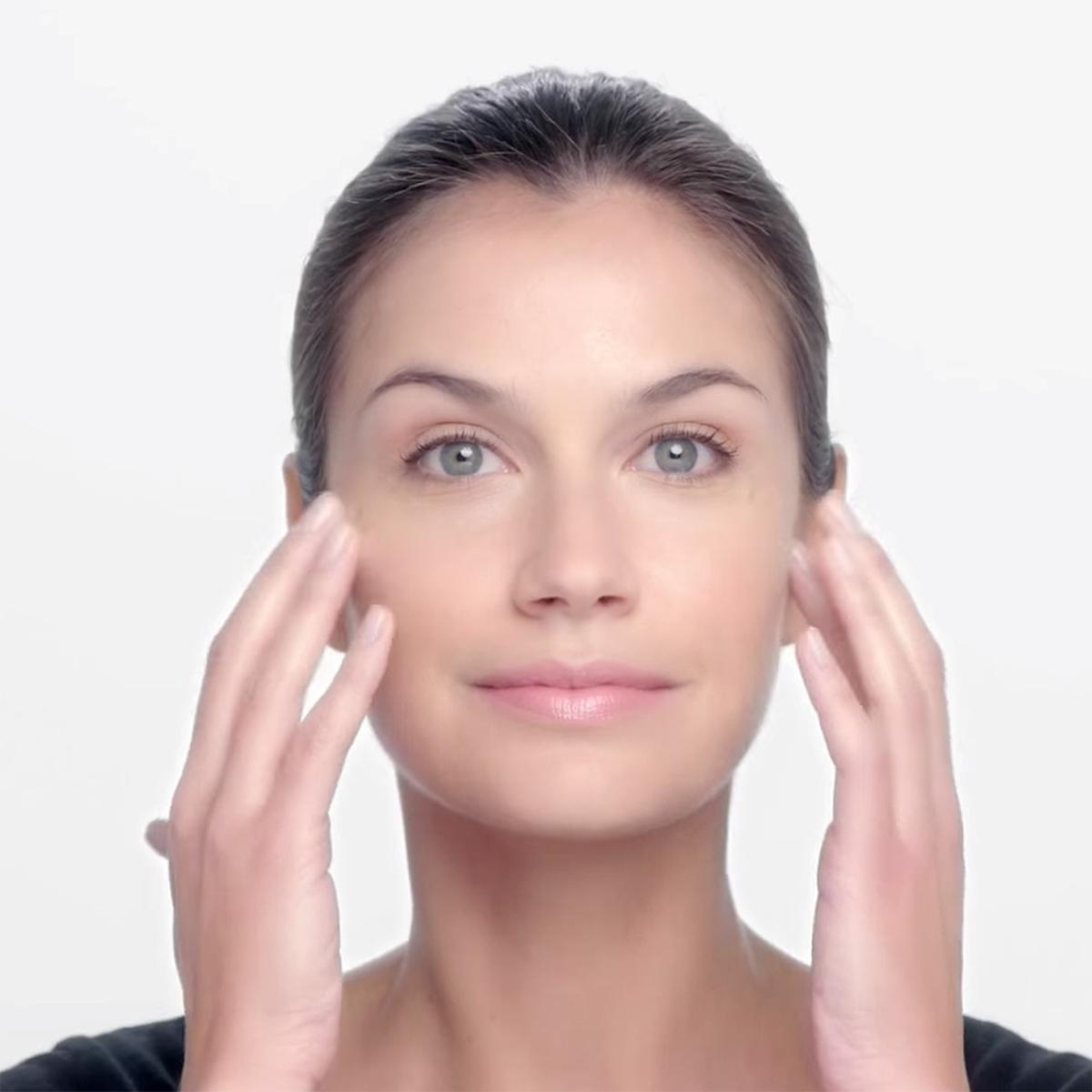 skinceuticals-serum-application