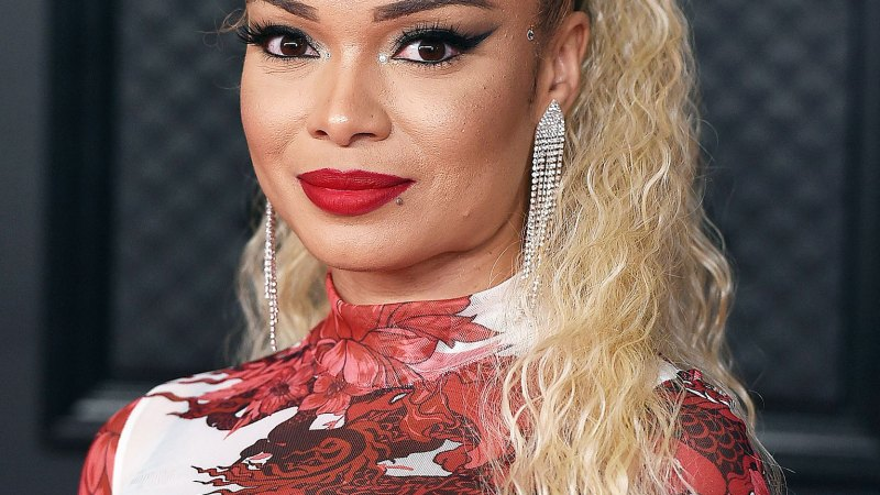 See the Wildest Hair and Makeup at the Grammys! 13