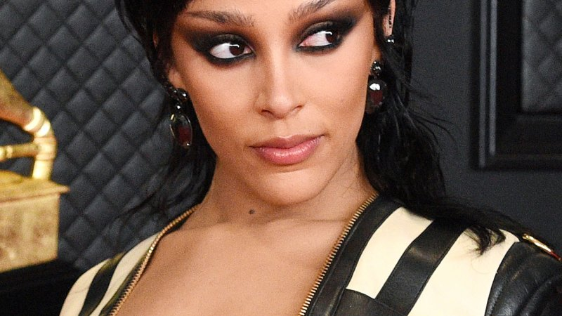 See the Wildest Hair and Makeup at the Grammys! 18