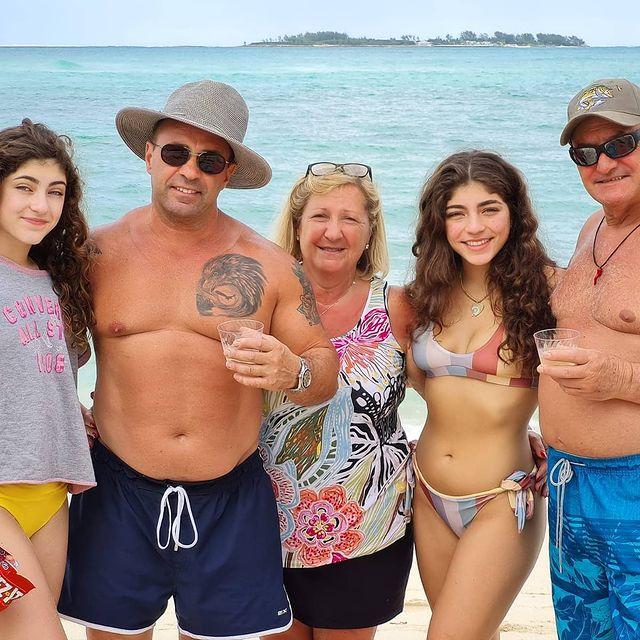 Joe Giudice se reúne con sus 4 hijas en las Bahamas