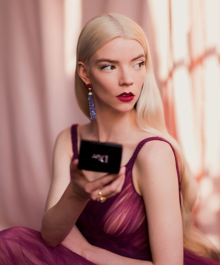 Anya Taylor-Joy Did Her Own Makeup for the Critics' Choice Awards: Pics
