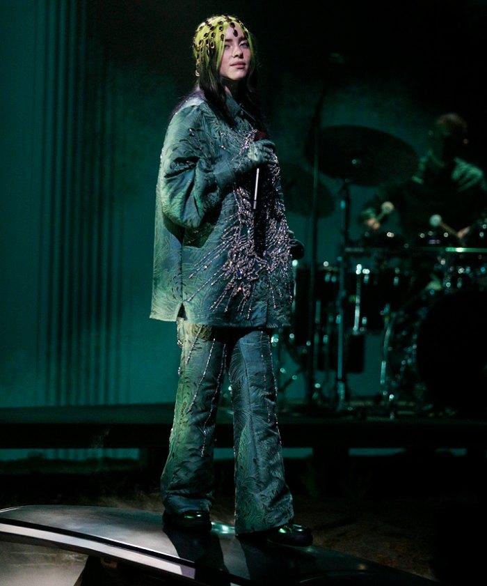 Billie Eilish regresa al escenario de los premios Grammy 2021