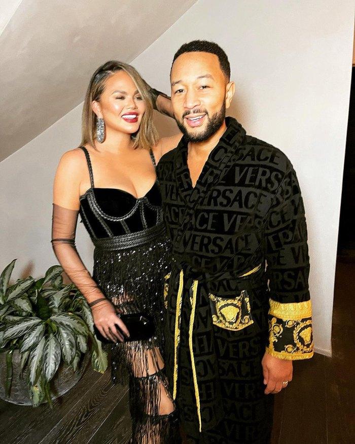 Chrissy Teigen grita en broma el discurso de John Legend en los Grammy
