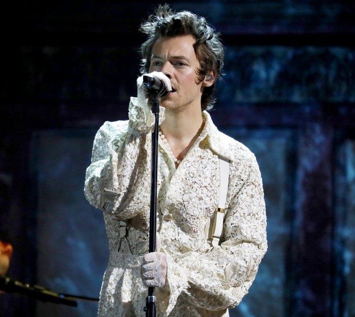 Actuación de Harry Styles en los Grammy 2021