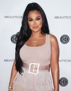 Huda Kattan Calls for a Change in the Beauty Industry ...