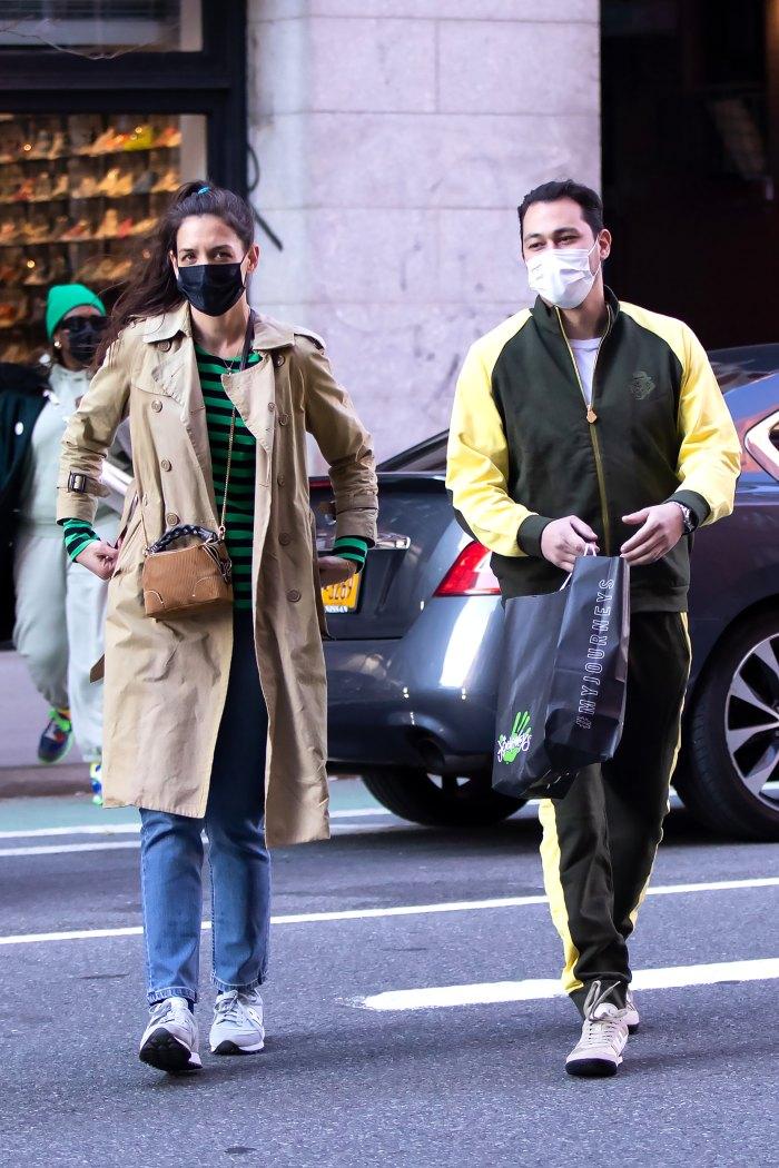 Katie Holmes y Emilio Vitolo Jr. avistando en Nueva York