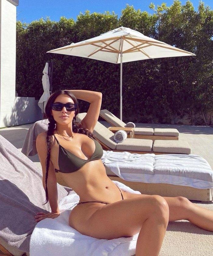 El cuerpo de Kim Kardashian luce irreal en bikini de talle bajo: foto