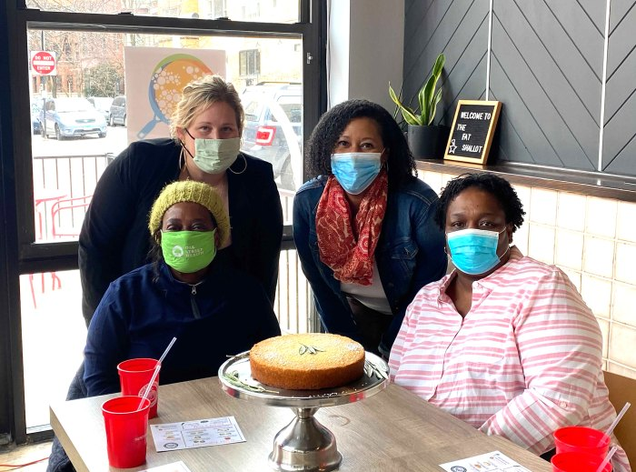 Meghan Markle usa limones de su jardín para hornear pastel para el Centro de Mujeres de Chicago