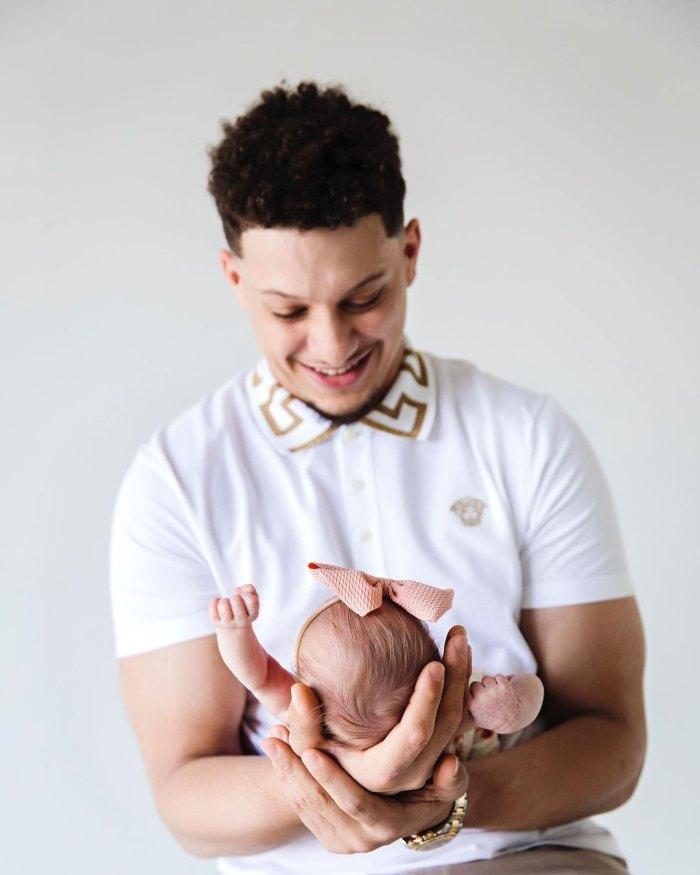 Patrick Mahomes celebra el primer mes de su hija Sterling