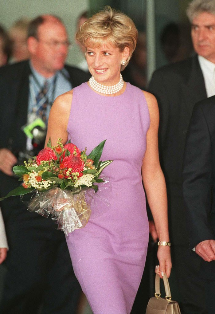 Prince Harry Arranged for Flowers to Be Laid at Late Mom Princess Diana's Grave for Mother's Day 1