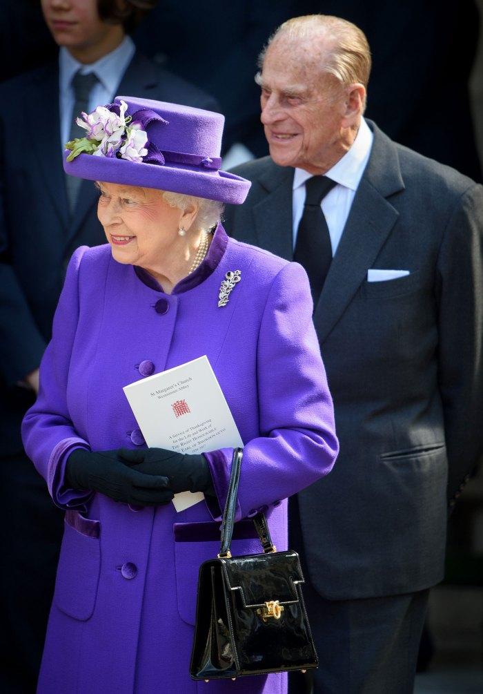 El príncipe Harry dice que la reina Isabel y el príncipe Felipe no hicieron comentarios sobre el color de piel de Archie