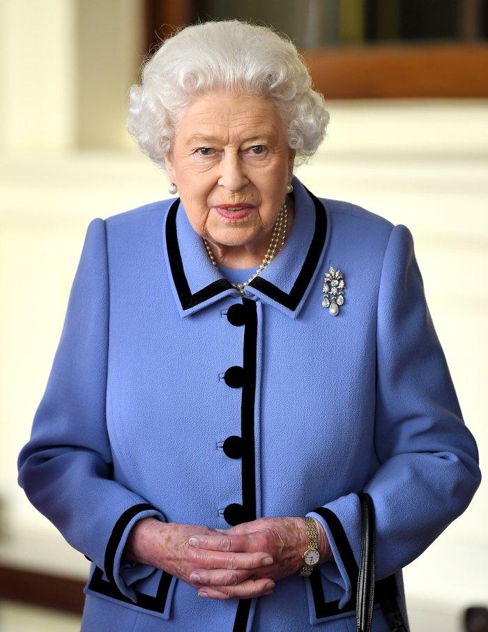 El tradicional desfile de cumpleaños de la reina Isabel II cancelado por segundo año consecutivo en medio del COVID-19