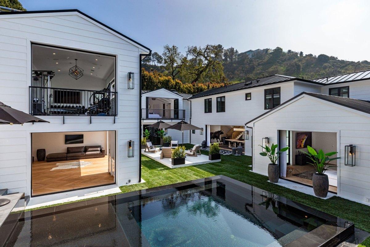 Inside Rihanna's Million Dollar Homes