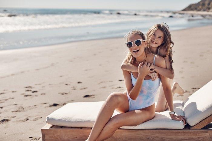 Sara Foster se asocia con Summersalt para la colección familiar de trajes de baño