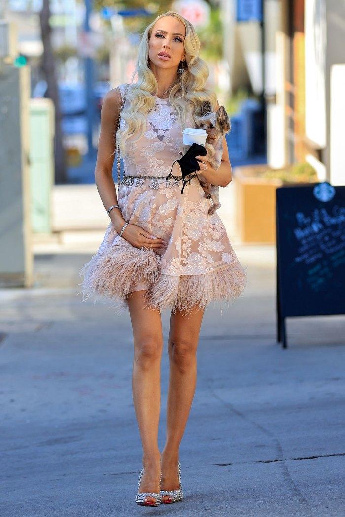Venta de Sunset Christine Quinn Sorprendentemente energizada 6 meses embarazada vestido rosa perro Starbucks