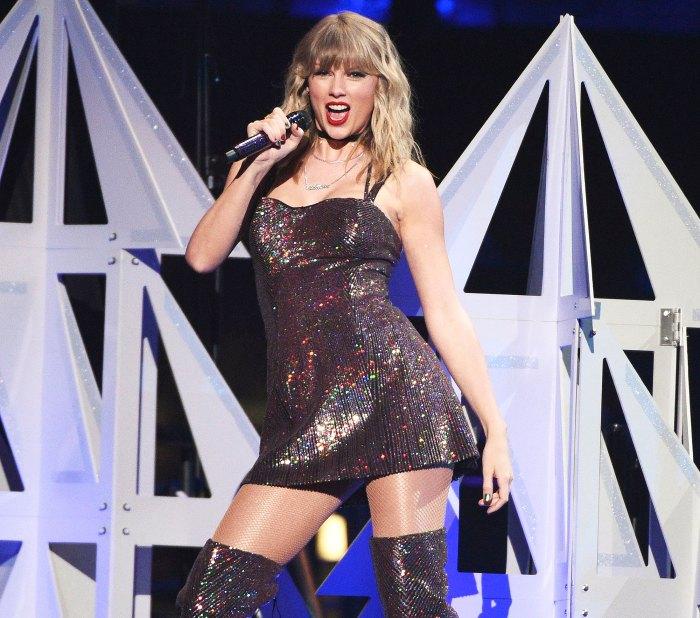 Taylor Swift se presenta en los Grammy 2021