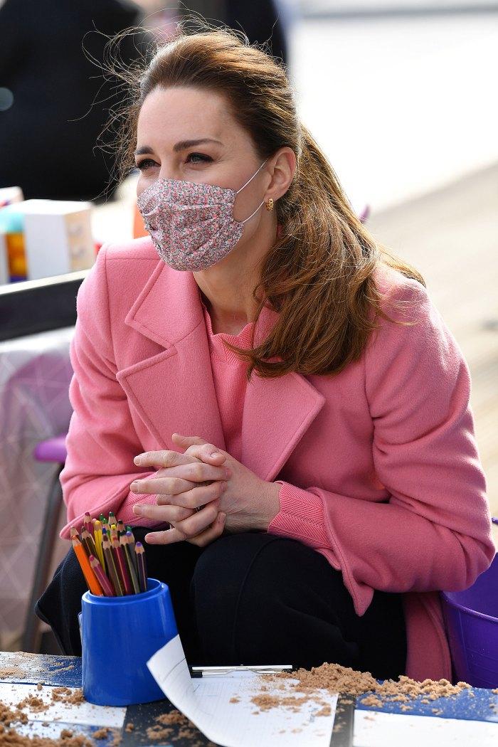 duquesa-kate-middleton-máscara-rosa